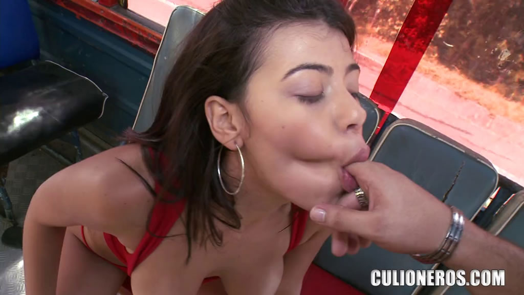 There's no doubt this brunette has the suction to make her boyfriend's blow job dreams true